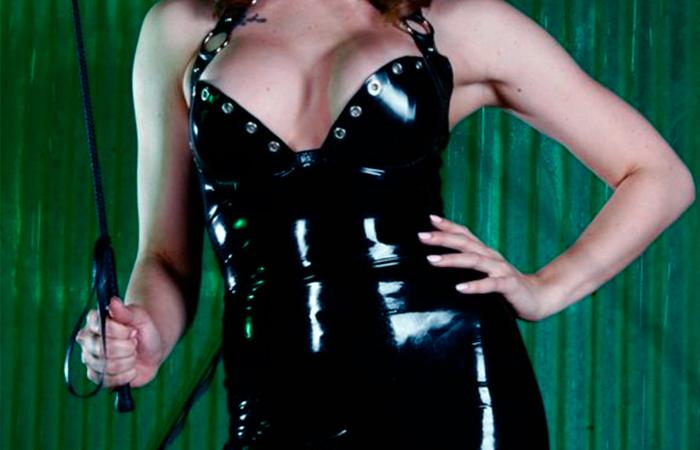 Mistress Sofia, la dea feticista